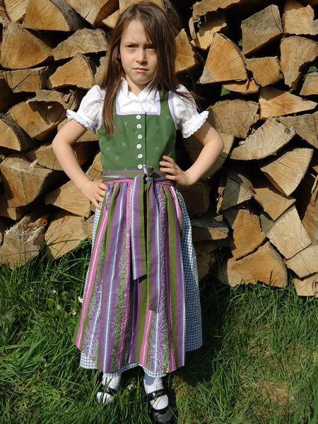 Gamkitz design more wine more kindertracht for Dirndl fa r mollige